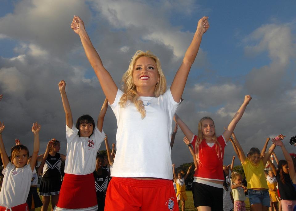 cheerleader-622894_960_720